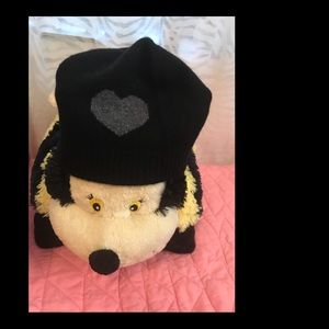 Nevin Black 100% Cashmere Hat With Gray Heart